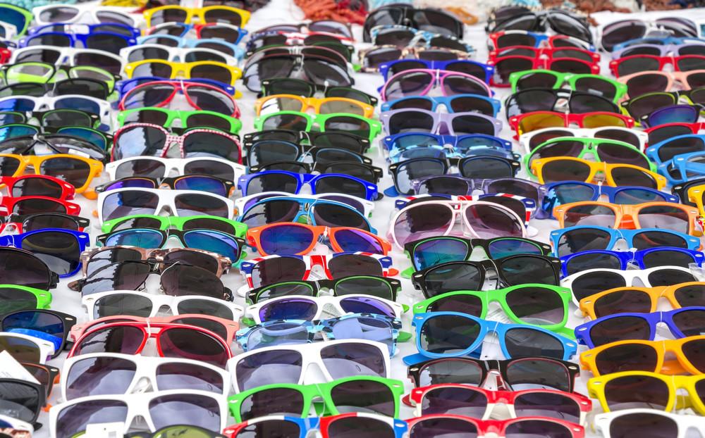 levné sluneční brýle mohou být na pohled hezké