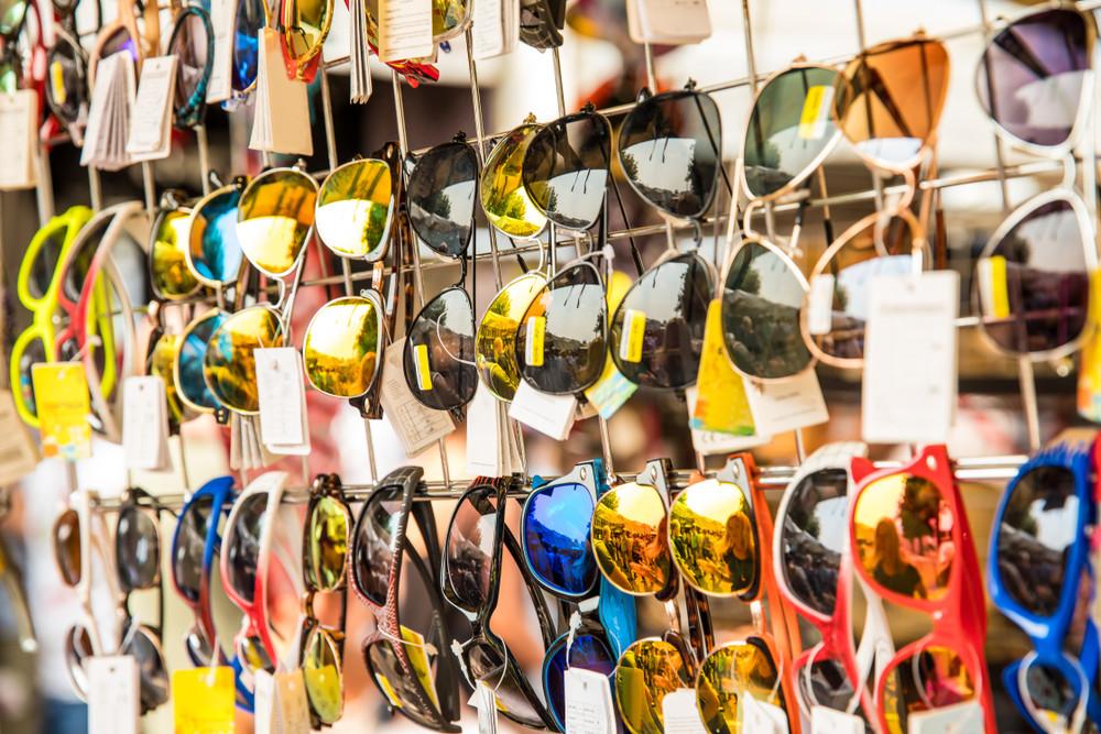 Levné sluneční brýle - zdravotní riziko, které se nevyplatí
