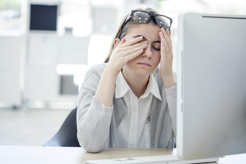 Suché a unavené oči, jsou klasickým příznakem digitální únavy očí